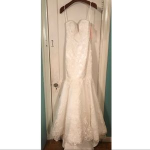 Winnie Couture Wedding Dress **NEVER WORN**